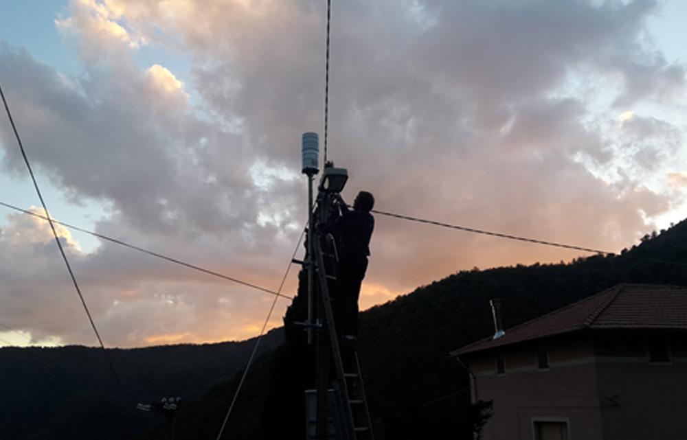 Uno dei pluviometri installati a monte del bacino idrografico del Torrente Boate - Fraz. Chignero 340 m s.l.m.