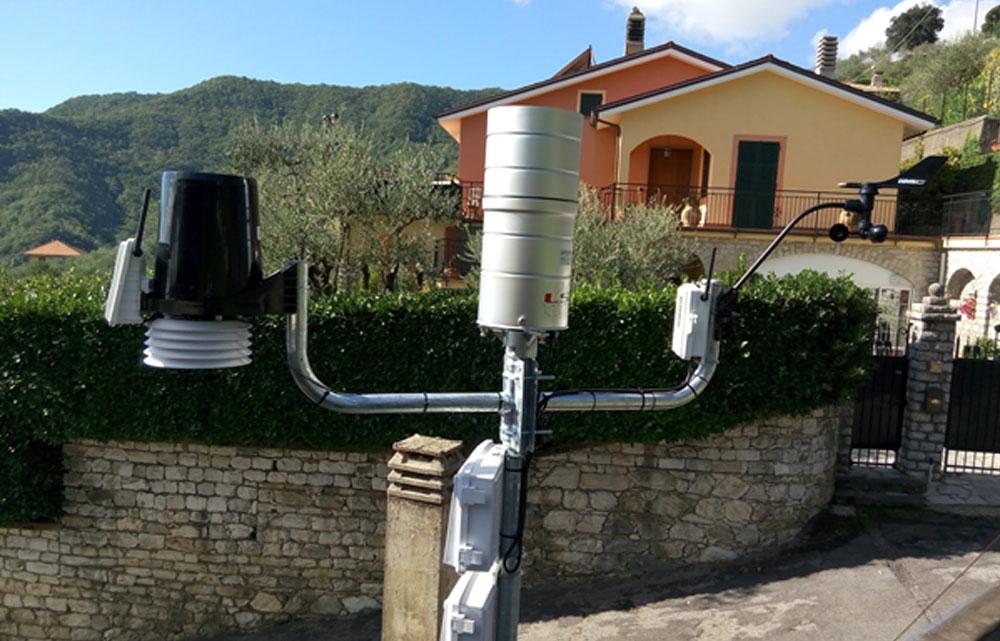 Gruppo di pluviometri installati a monte del bacino idrografico del Torrente Rupinaro - Leivi 230 m s.l.m.